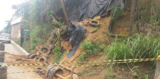 Outdoor cai e provoca deslizamento de terra em Marataízes