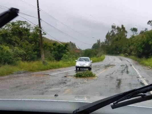 Fique atento! Chuvas abrem buracos na rodovia Cachoeiro x Safra