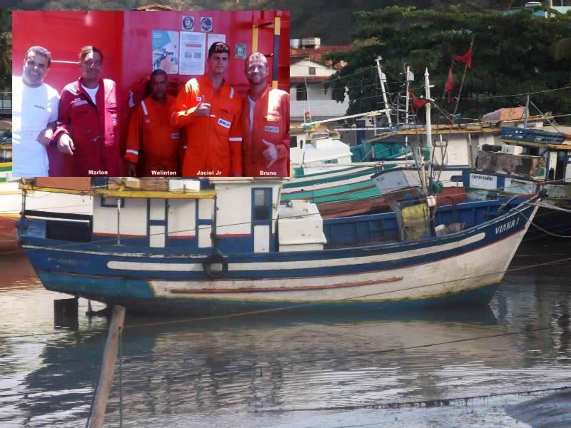Barco naufraga e pescadores de Itaóca são resgatados