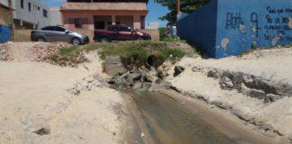VERGONHA - Esgoto a céu aberto na Praia da Areia Preta em Marataízes