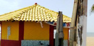 Quase 80 postes da Avenida Atlântica na Praia da Barra em Marataízes podem cair