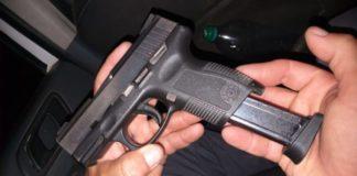 PM prende homem que exibia pistola durante show de Naiara Azevedo em Itapemirim