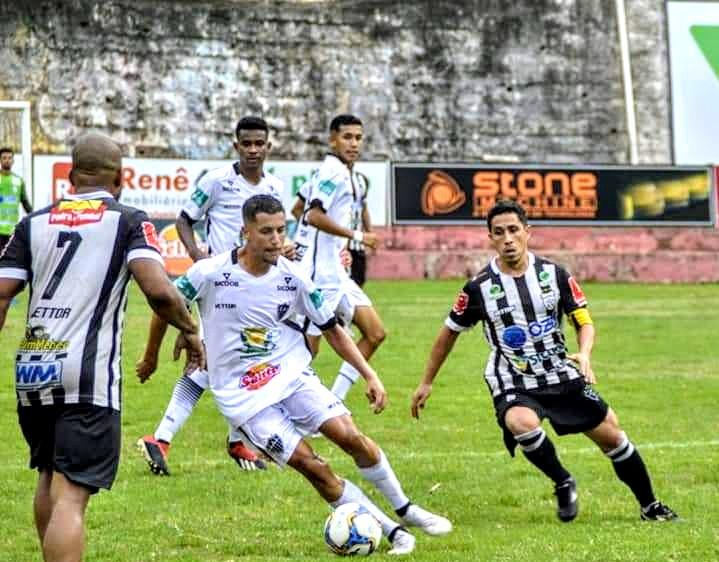 Atlético Itapemirim vence o castelo por 3x1