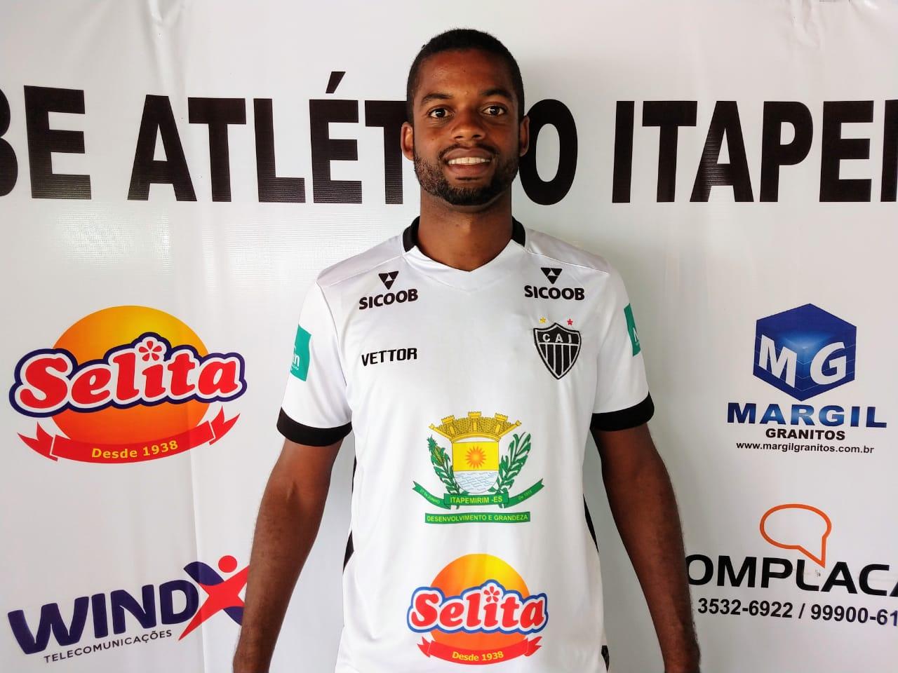 Atlético Itapemirim contrata Felipão como novo zagueiro