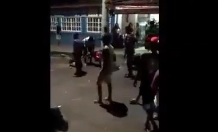 PM usa bomba de efeito moral durante confusão no Carnaval de Marataízes, Veja o Vídeo