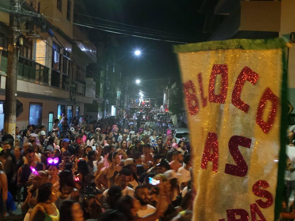 Bloco da Bichas lotou ruas de Anchieta no domingo de carnaval. Foto: Jonas Pereira