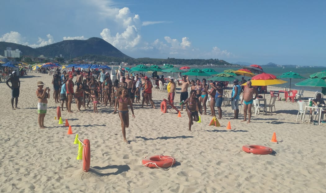 Grupamento de Salvamento Aquático de Itapemirim realiza Gincana Kids na praia de Itaoca