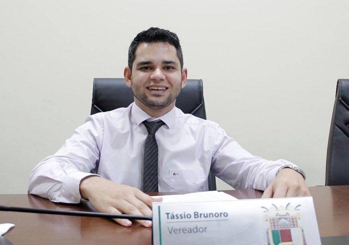 Vereador Tássio Brunoro solicita melhorias para Goembê e homenageia jornalista