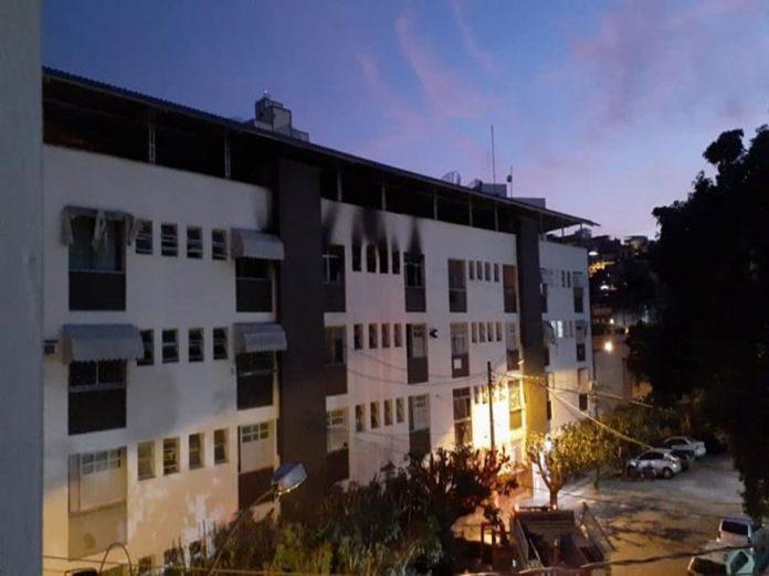 Fogo destrói apartamento, no Independência, em Cachoeiro de Itapemirim