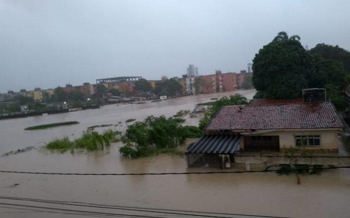 Com fortes chuvas, veja como amanheceu a cidade de Olinda