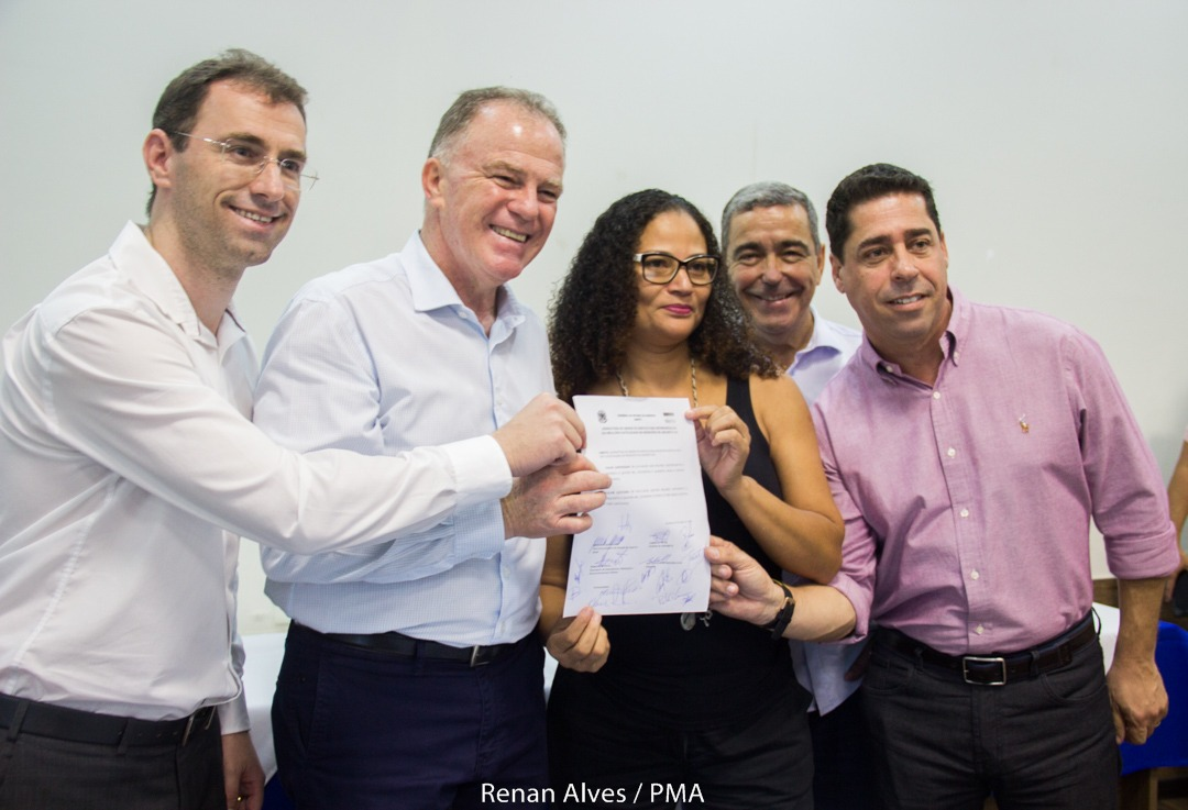 Casagrande e Petri assinam ordem de serviço para urbanização da Praia de Castelhanos