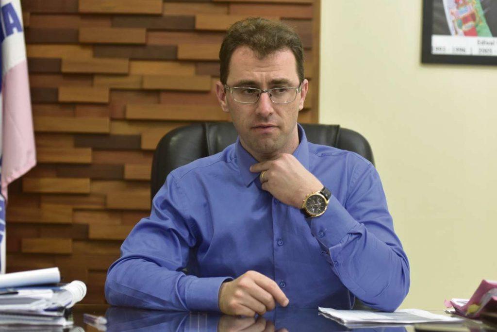 Prefeito de Anchieta não vai à Assembleia explicar suposta fraude em consórcio