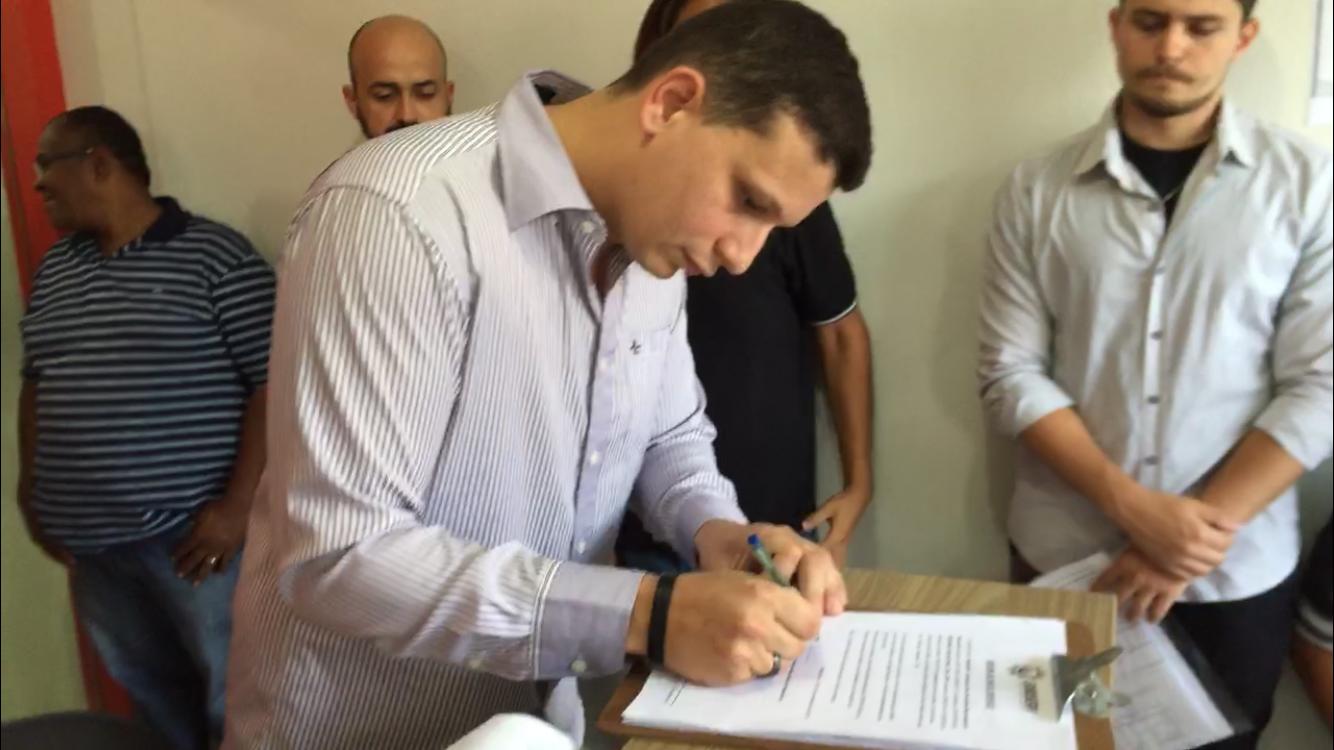 Assinada ordem de serviço para construção do Auditório Renato Nascimento no SINDSERV de Itapemirim