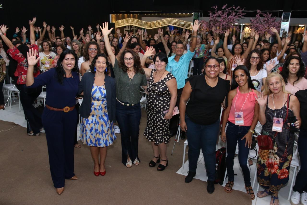 Centenas de mulheres participaram do Fórum Regional do Democratas em Marataízes