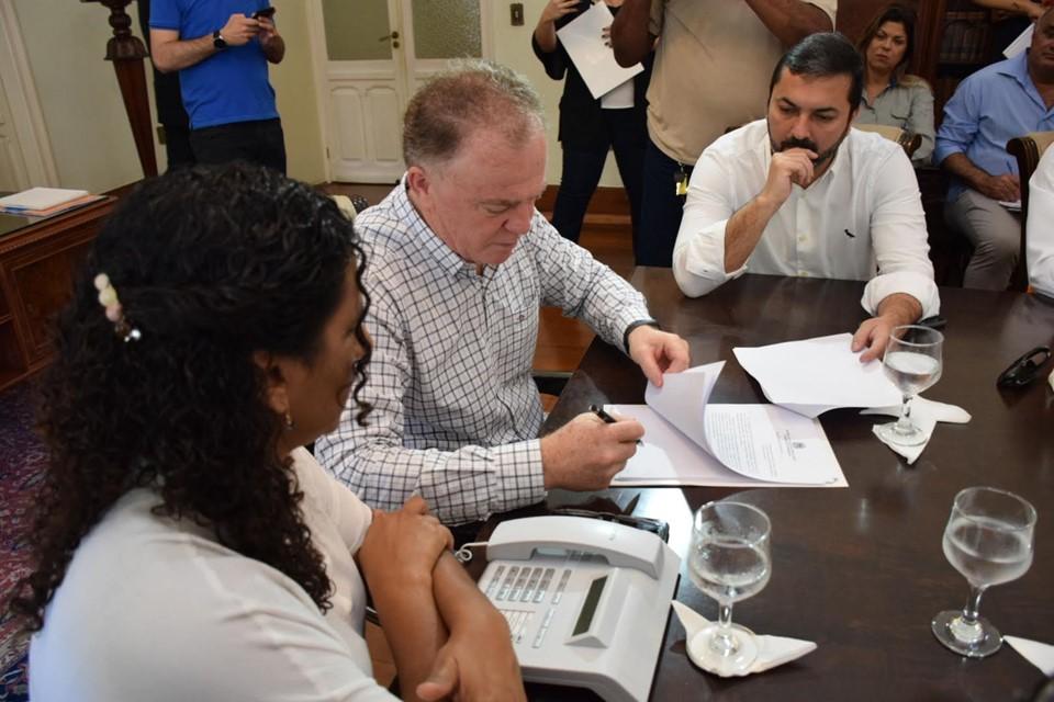 Governador assina Projeto de Lei que estabelece diretrizes para Educação de Tempo Integral
